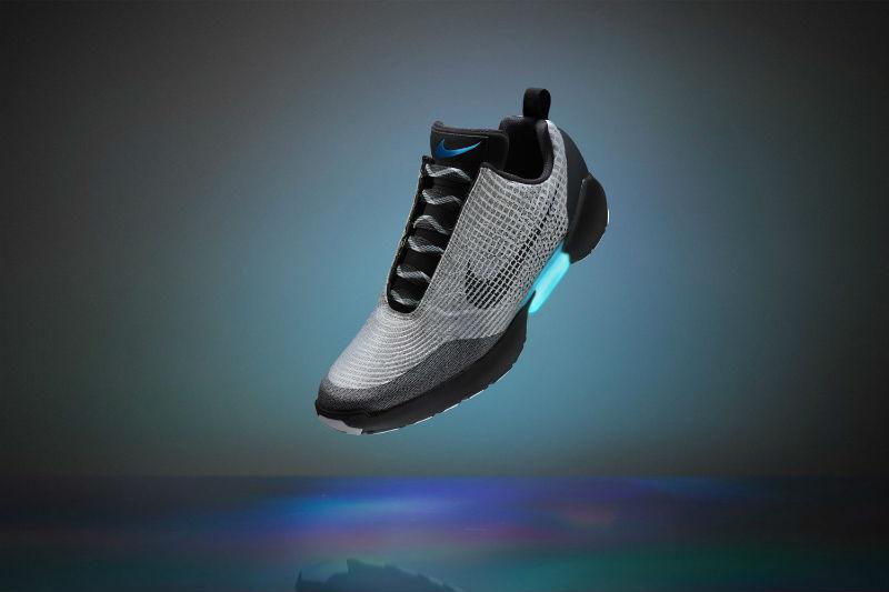 YOUTUBE Nike realizza le scarpe che si allacciano da sole 240aa3cbaad
